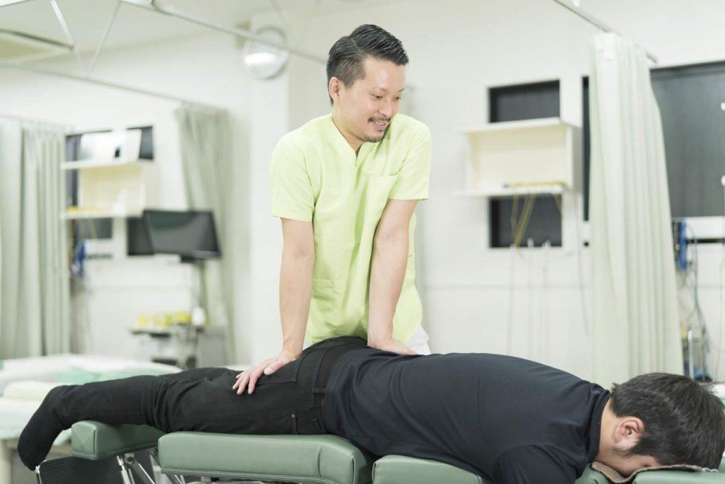 モートン病に骨盤矯正を行って根本施術