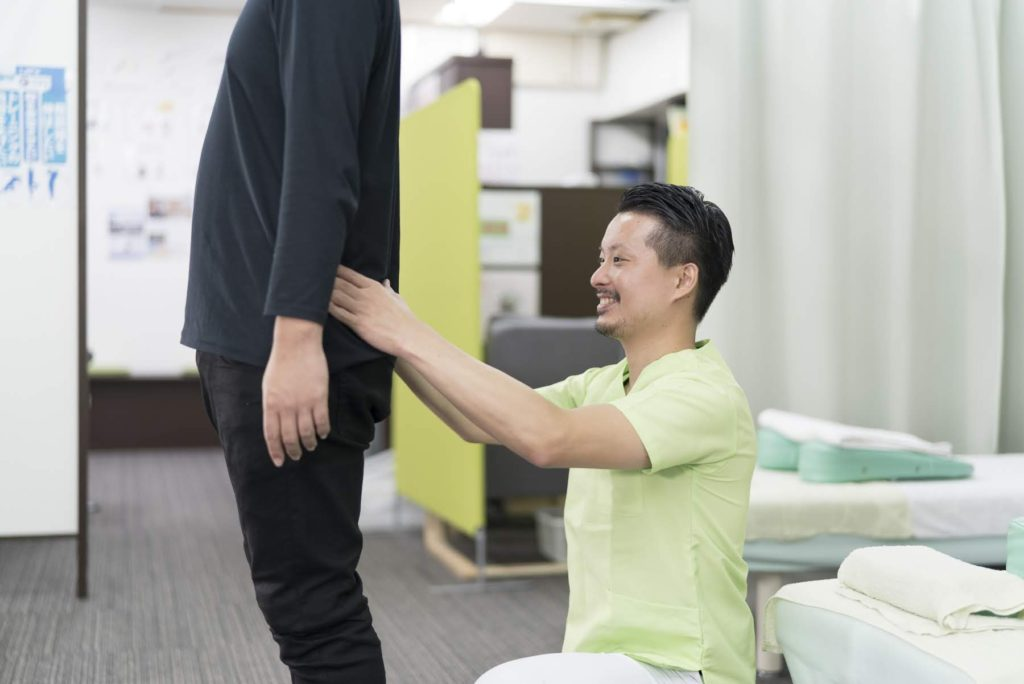 背中の痛みの施術法・検査