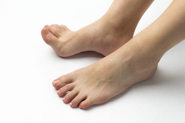 モートン病で指を反らすと痛い、歩くのが痛い
